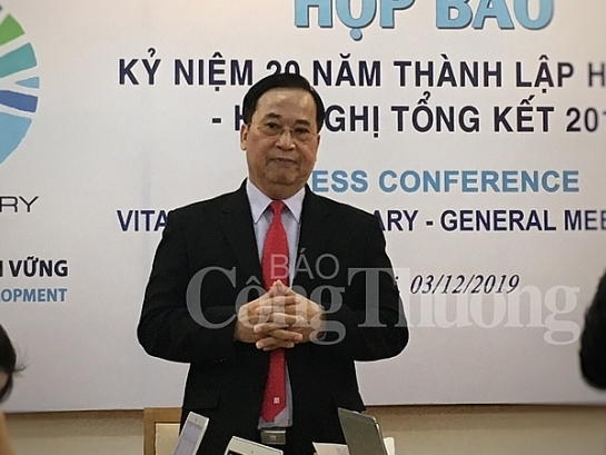 vitas 20 nam dong hanh cung doanh nghiep det may