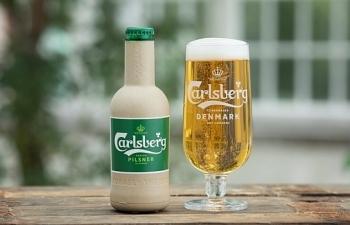 carlsberg tien gan hon toi viec hien thuc hoa chai bia giay dau tien tren the gioi