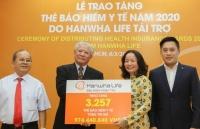 hanwha life viet nam tang the bao hiem y te tri gia 974 trieu dong cho nguoi ngheo