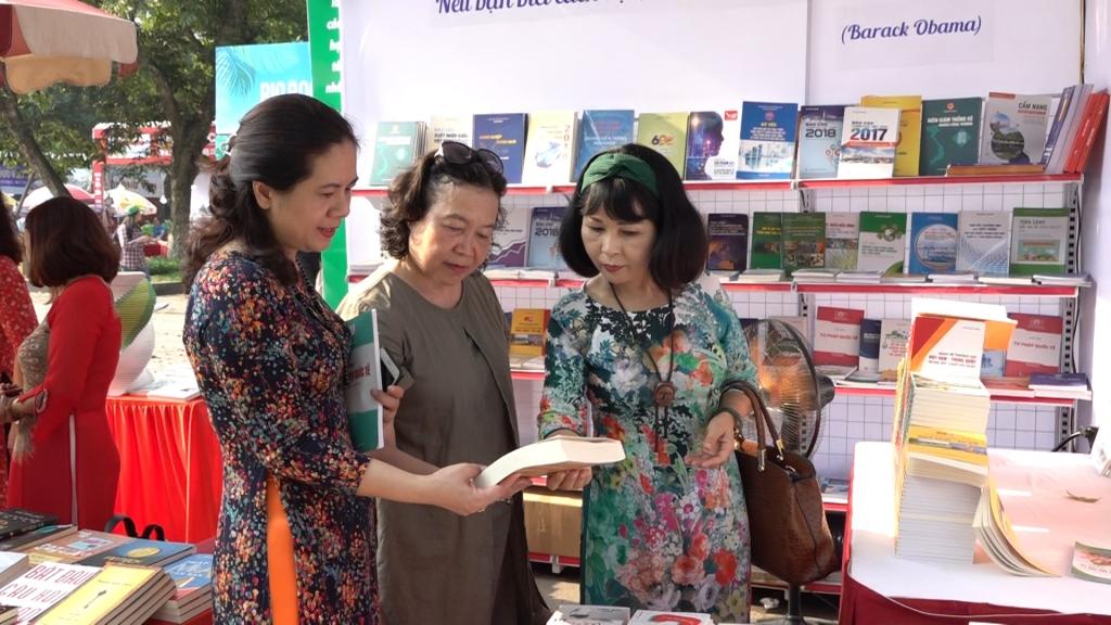"""Sách kinh tế """"Made in Vietnam"""": Cần tăng về chất"""