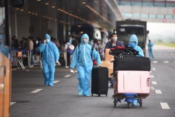 Người Việt về từ vùng dịch được đón tiếp tại Sân bay Vân Đồn theo quy trình nào?